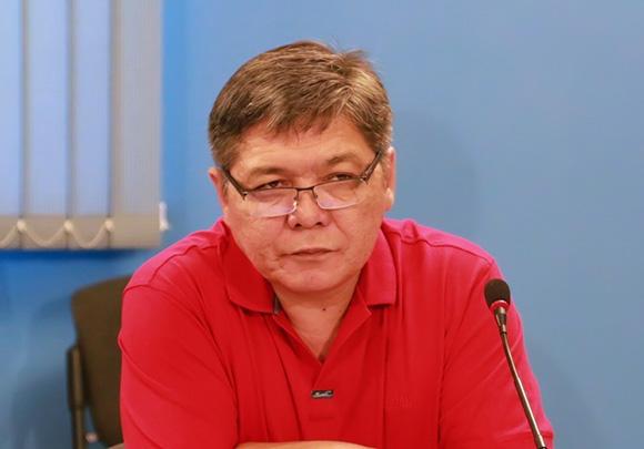 Эрнис Докенов